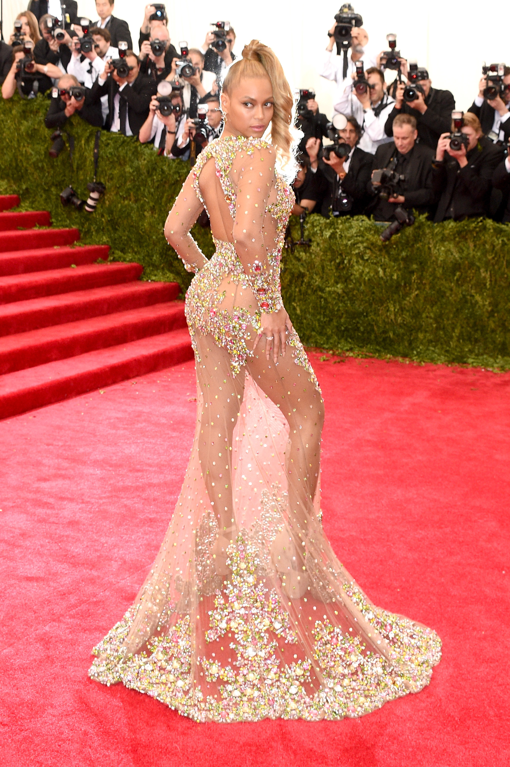 LOOK: Beyonce in stunning see-through gown | ABS-CBN News